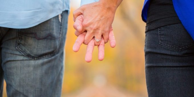 holding-hands-2180640