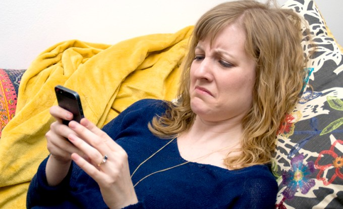 woman-texting-mad