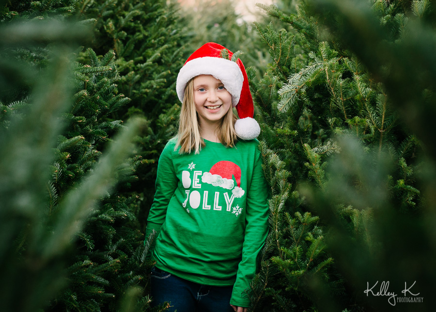 Girl-Christmas-tree-lot-jolly-KelleyKPhotography-SmyrnaGA