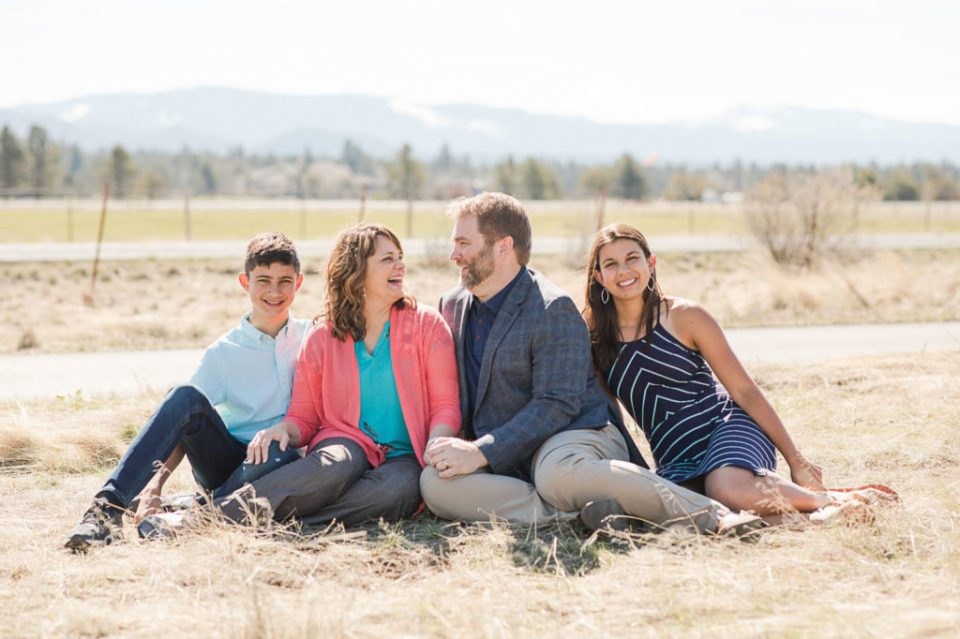 Family reunion, bend family photography, oregon family reunion, family reunion photography, family photography, extended family photography, family by the river, sunriver family photography, Sunriver family reunion photographer, spring family photography, sunriver spring, blue and orange outfits