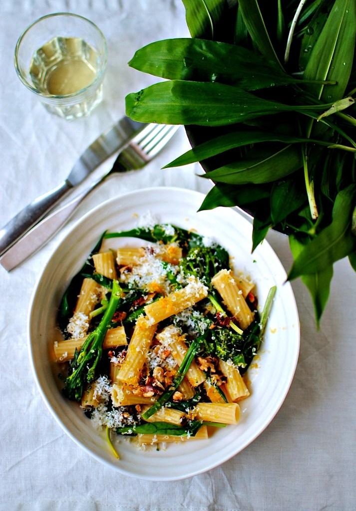 wild garlic, walnut and broccoli pasta // food to glow
