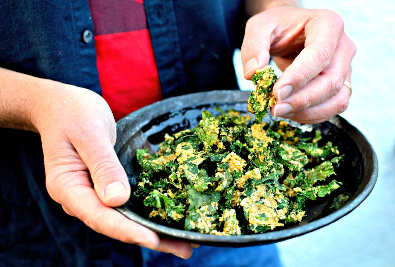 cheesy-jalapeno-ranch-kale-chips4.jpg