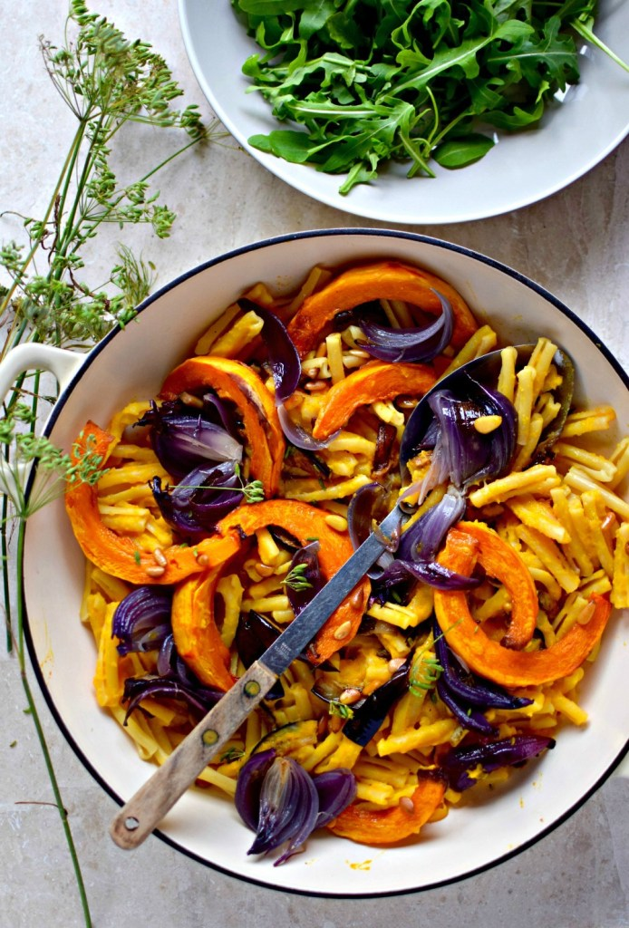 Enjoy this fuss-free, family-friendly vegan pasta dish for a midweek supper, or at the weekend with a glass of wine. Full of nutritious beta-carotene and quercetin, this healthy, creamy mac and cheese look-alike is full of the goodness of sweet pumpkin and tender roasted red onion. Make it gluten-free with your favourite g-f pasta shapes.