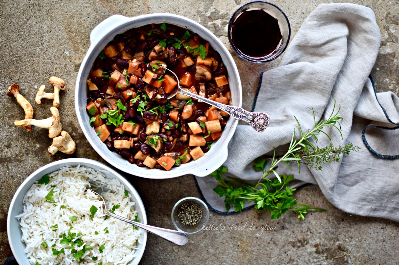 A hearty and rich cold weather comfort blanket of a recipe, with red wine, herbs, beans and wild mushrooms. Like any stew this vegan bean bourguignon gets better after a couple of days of flavour mingling, so make enough for leftovers.