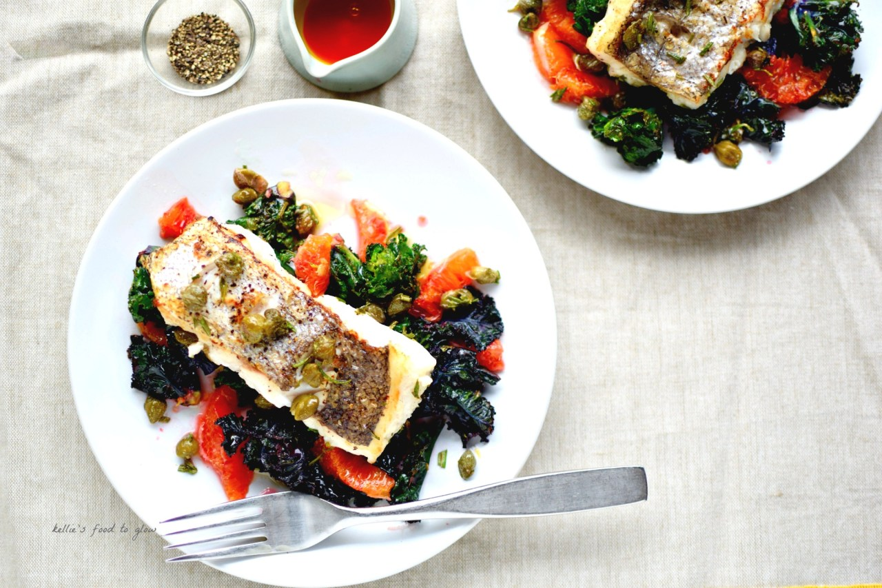 You might have to trust me on this, but white fish goes amazingly well with the minerality of the kale and sweetish tang of the seasonal blood oranges, while the rosemary and crispy capers tip it over into restaurant territory (at least we think so!). Prepping to plating up takes all of 20 minutes too. Easy, healthy, Mediterranean-inspired midweek supper sorted.