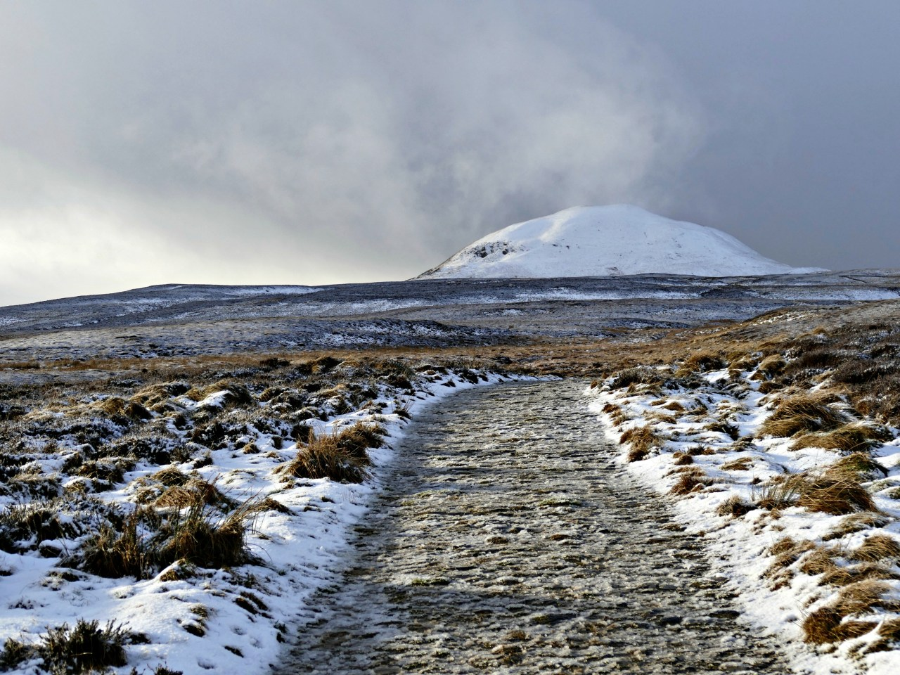 Walking in the wintry Pentland Hills, south Edinburgh. Image by Niki Fulton