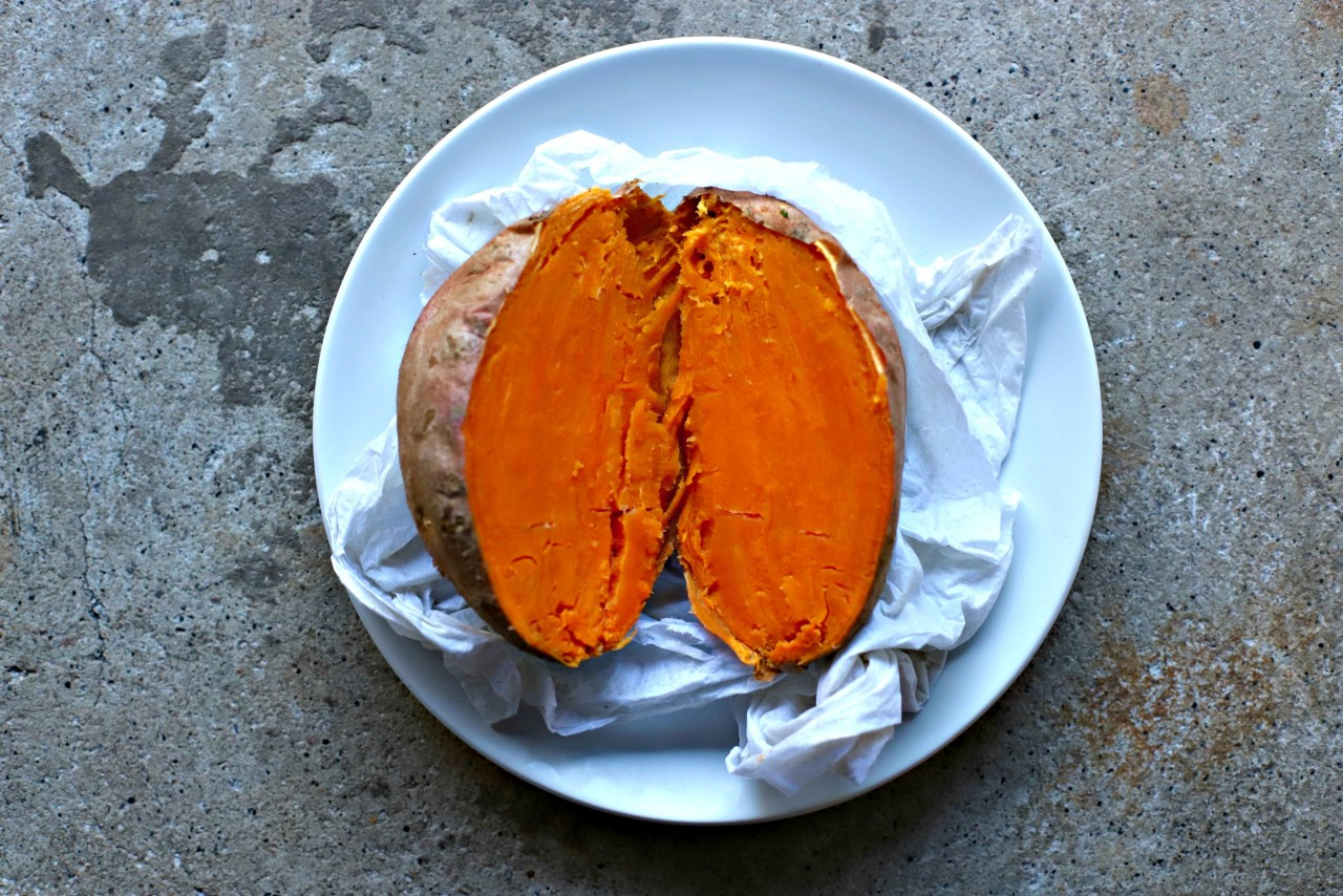 perfectly cooked sweet potato using one simple trick. #cookinghack #sweetpotato