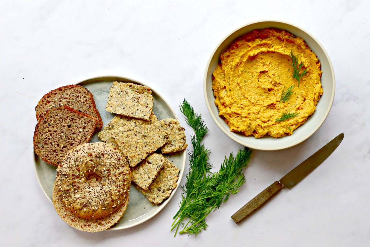 Roasted #carrots meet soft cheese (vegan or dairy) and fresh dill to become more than the sum of their parts in this Scandinavian-influenced #pâté. Spread it, use it as a dip, spoon it into your mouth when no one is looking. Simple, and simply delicious. #vegetarian #quickandeasy #lunch #dip