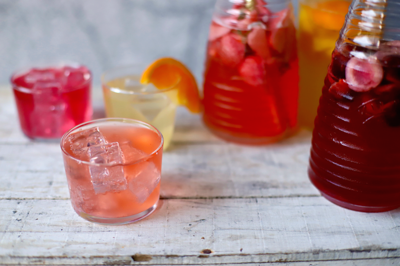 12 summer-kissed, fruity water kefir soda recipes to see you through the hottest days. Ease and adaptable. Fizzy and fun. #kefir #drinks #recipe #nondairy #guthealth #probiotic