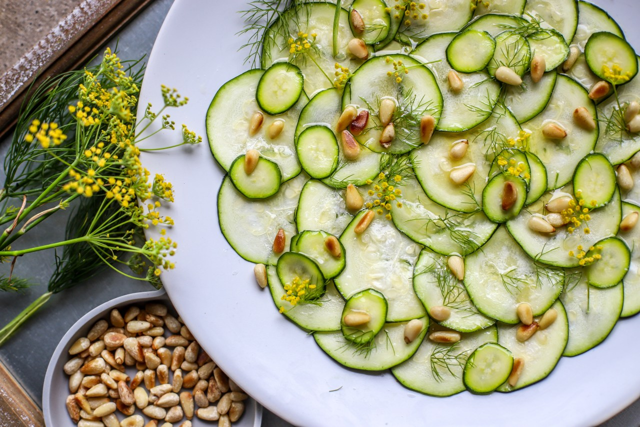 Zucchini Carpaccio with fennel pollen and pine nuts for an easy & sophisticated starter or side dish. #vegan #salad #sidedish #starter #appetizer
