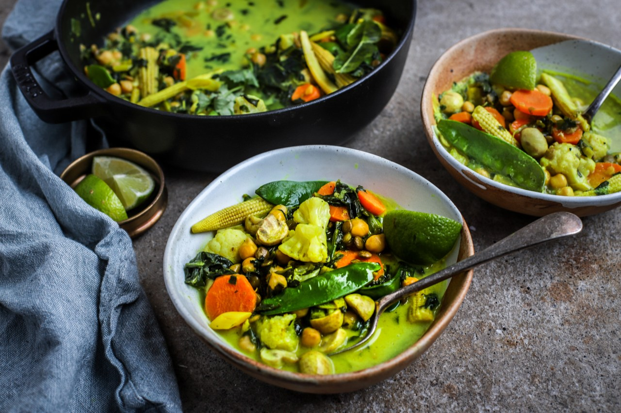 This weekday #vegan #Thai green #curry #recipe takes advantage of the goodness and convenience of frozen #vegetables and pulses. Fibre-rich, nutritious and utterly delicious.