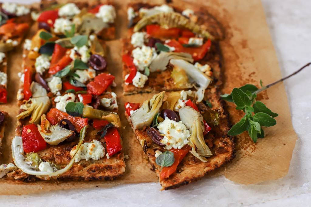 sliced greek cauliflower pizza
