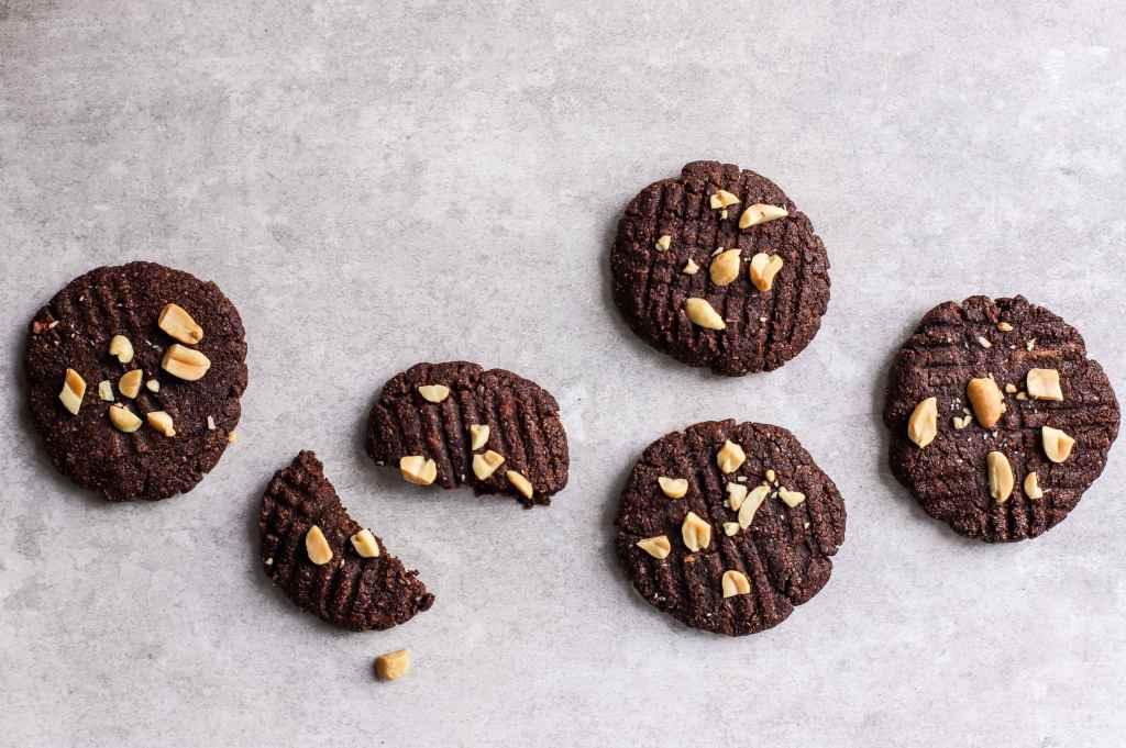 low carb chocolate and peanut butter cookies