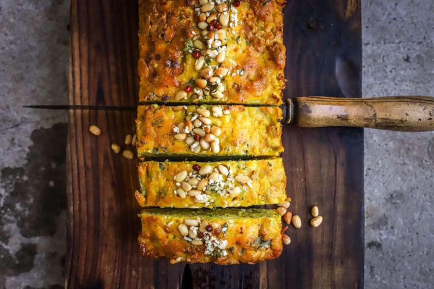 Cauliflower loaf with blue cheese
