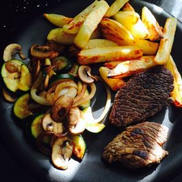 Steak and chips with veg: Beef steak (P), Slimming World chips (F), courgette (S), onion (S), and mushrooms (S) sauteed in a little low cal spray oil (F)