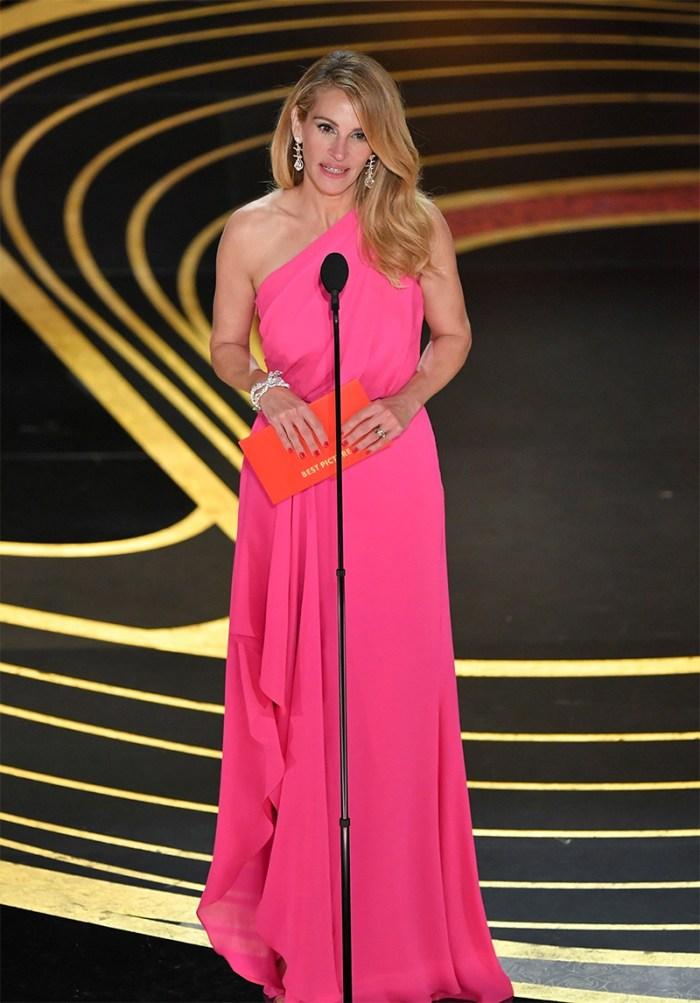 Julia Roberts pink Oscars dress   Kelly Golightly