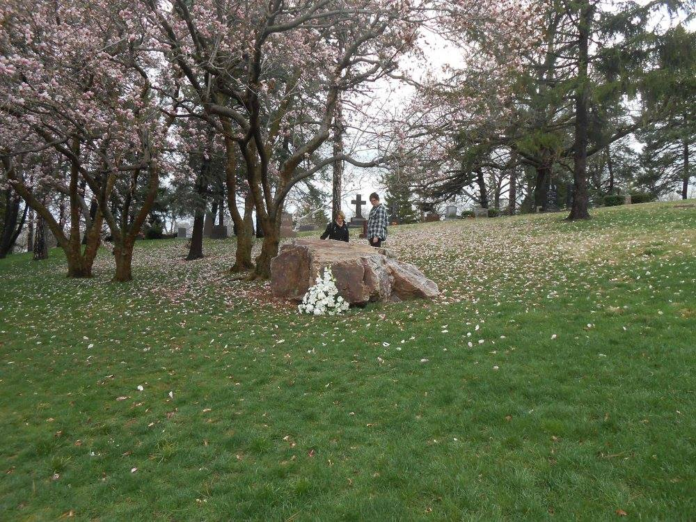 Erma Bombeck's gravesite http://kellylmckenzie.com/i-only-wish-i-could-have-met-erma/