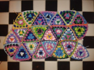 piecing crocheting triangles together pillowcase DIY