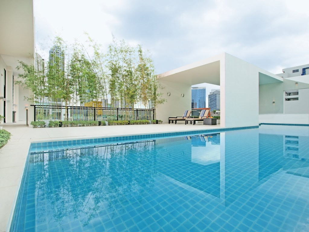 Seda-BGC-Hotel-Philippines-Swimming-Pool