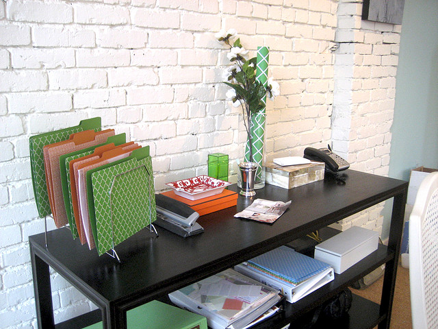 Minimalist Décor is the New Standard for Small Businesses and it Saves You Money!