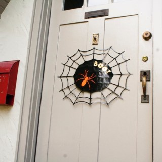 DIY Project: Spider Web Door Sign  #DuckTape
