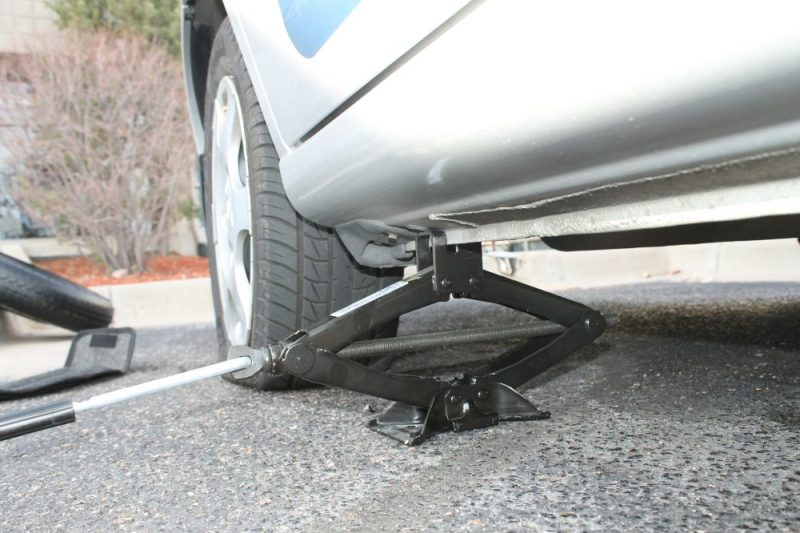 Fix That Flat: Common Sense Tips For Using A Tire Jack