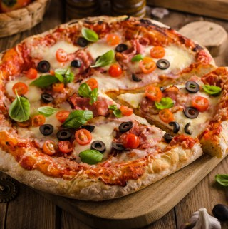 Going Camping? Here Are 2 Ways To Make A Delicious Pizza