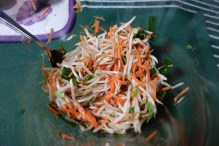 Waste-free bean sprout salad