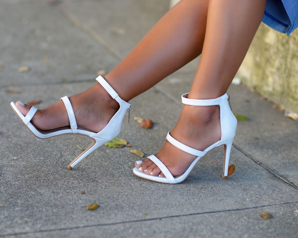Lifestyle blogger Kelsey Kaplan of Kelsey Kaplan Fashion wearing white strappy sandals and gucci purse