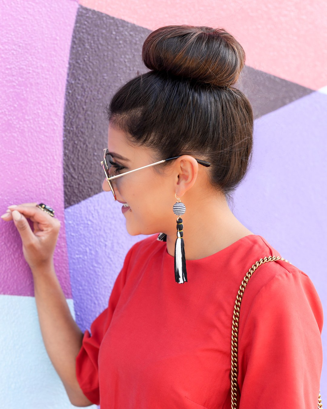 Lifestyle blogger Kelsey Kaplan of Kelsey Kaplan Fashion at LIKEtoKNOW.it wall wearing Baublebar tassel earrings
