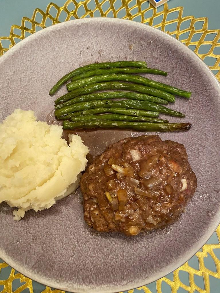 Lifestyle blogger Kelsey Kaplan of Kelsey Kaplan fashion shares lip smacking good meatloaf recipe!