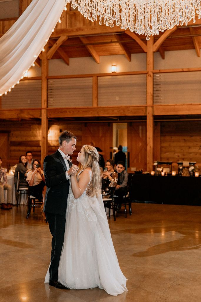 bride and father dancing during recepetion