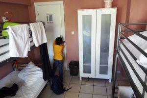 Desain kamar hostel sempit