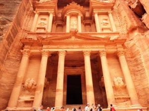 Naik kuda unta di Petra