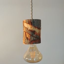 kelvin et lumen luminaires suspension bois rondin cordon pied de coq vert ampoule LED entrée séjour salon locaux professionnels