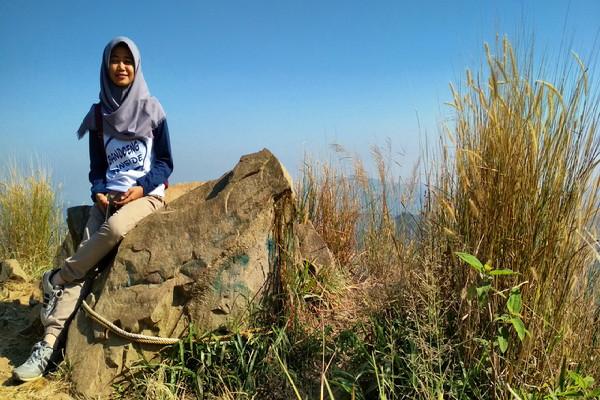 Menguji Adrenalin Di Gunung Batu Jonggol