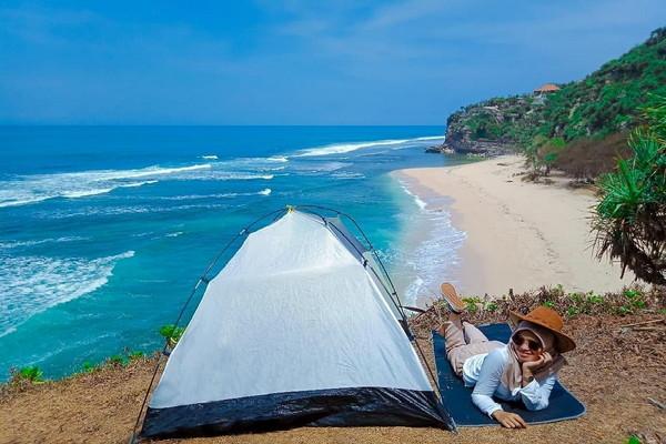Camping-Di-Pantai-Sangle.jpg