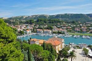 Horvátország Kvarner-öböl Rab-sziget kikötője hegyek csónakok