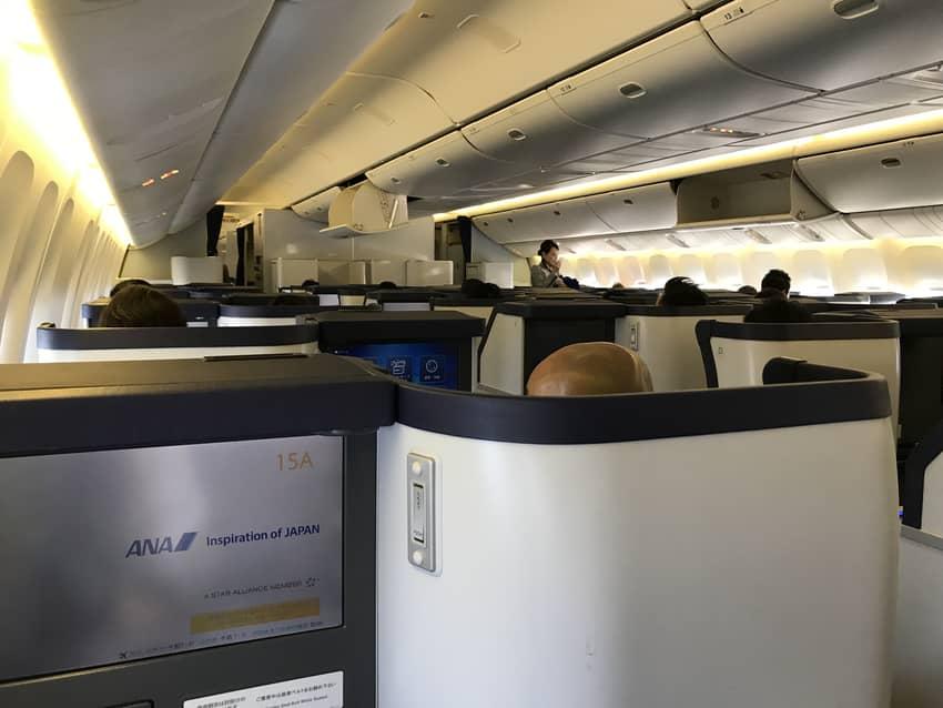 ANA2176便ビジネスクラス機内の様子