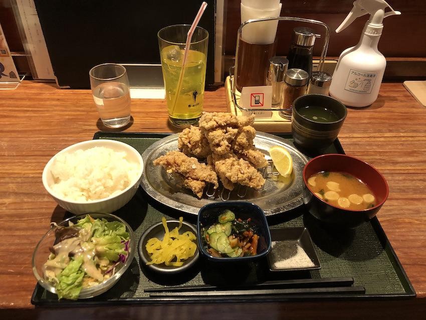 神戸サウナ&スパオリジナルの鶏の唐揚げ定食(オロポは別売)