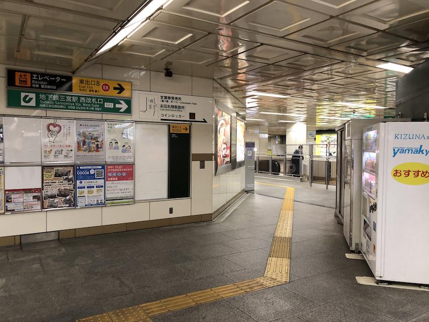 地下鉄三宮駅東改札口定期券販売所へ向かう通路