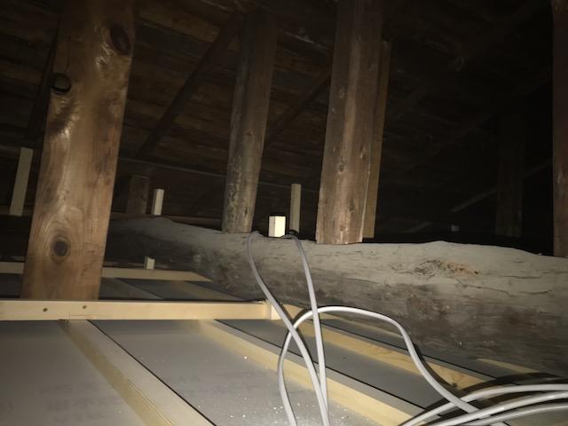 2階屋根裏
