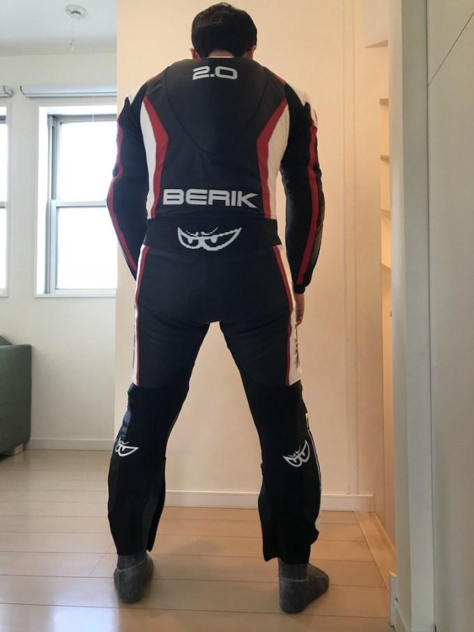 ベリック(BERIK)の革ツナギの背面