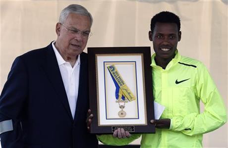 lelisa-desisa-returns-boston-marathon-2013-medal