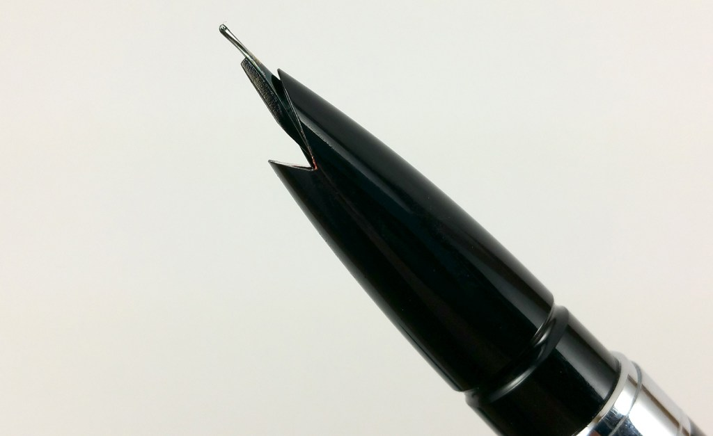 "Baoer 100 Fountain Pen - Close up of ""shark mouth"" section"