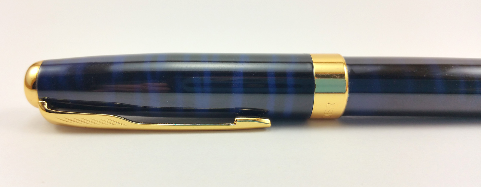Baoer 388 Fountain Pen closeup of the cap to show the nice blue and black finish