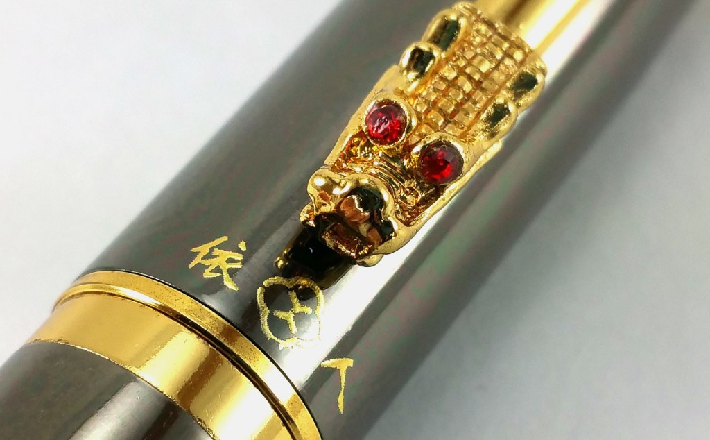 Yiren 860 Fountain Pen cap, close up of dragon head and logo
