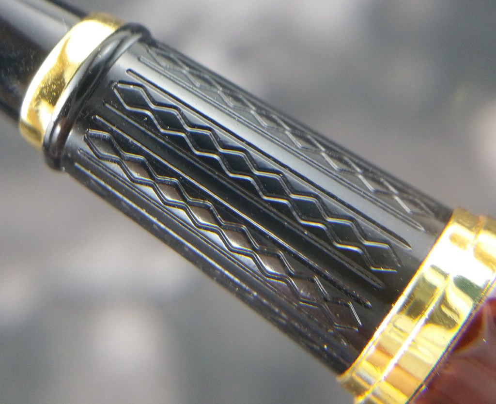 Close up of the The ends of the barrel and cap of the Lanbitou 280 Fountain Pen Section showing the grooves that have been added for extra griposity