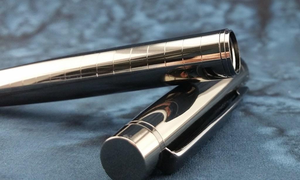 Close shot of the Yiren 856 Fountain Pen Gunmetal Body Material