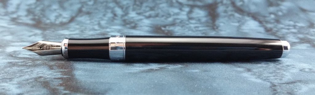 A picture of the Yongsheng 088 Fountain Pen, laying down without its cap
